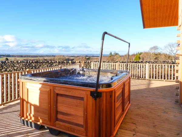Aurae Cawdor Inverness exterior lodge with hot tub