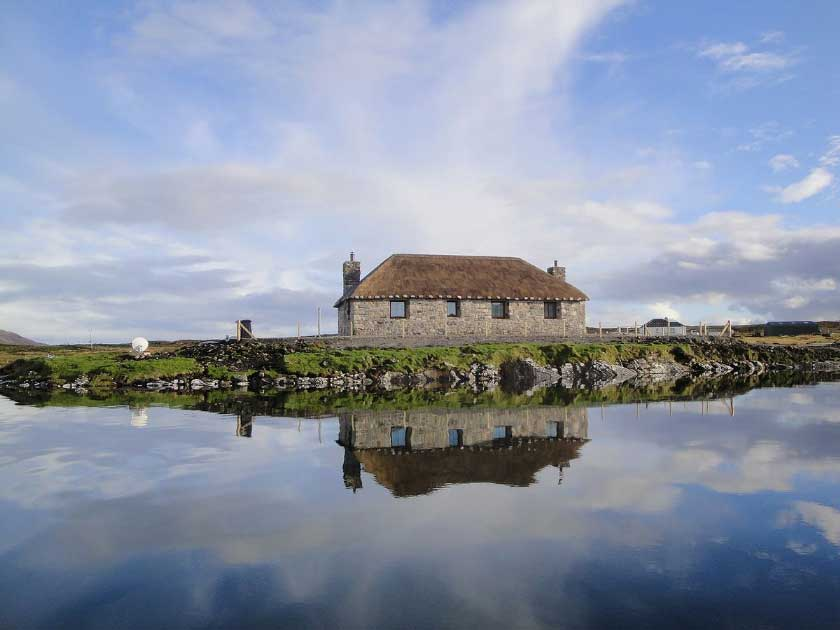 Creagan Na Mara thatched holiday cottage North Uist exterior