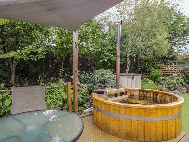 Dolce Casa Grantown-on-Spey wood-fired hot tub in garden