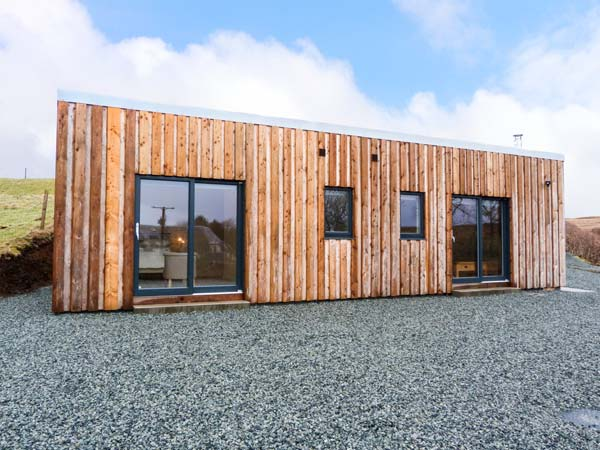 Isle of Skye holiday cottages: The Cabin @Seaview, Dunvegan - exterior